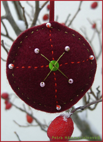 felt christmas ornament by Petra Haemmerleinova
